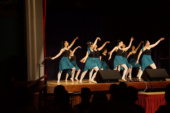 Ας αρχίσουν οι χοροί19.jpg