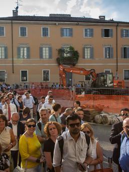 The crowd outside Museo della Scienza