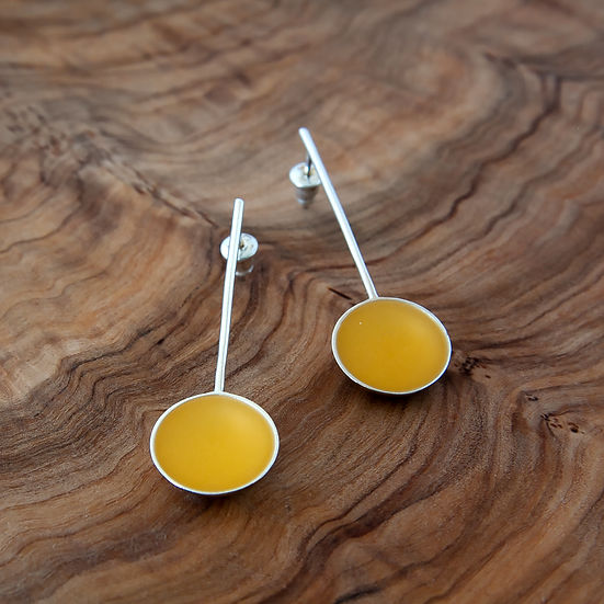 'Pond' earrings with yellow resin