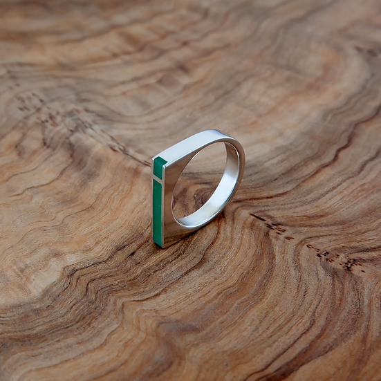 'Mies' ring with green resin