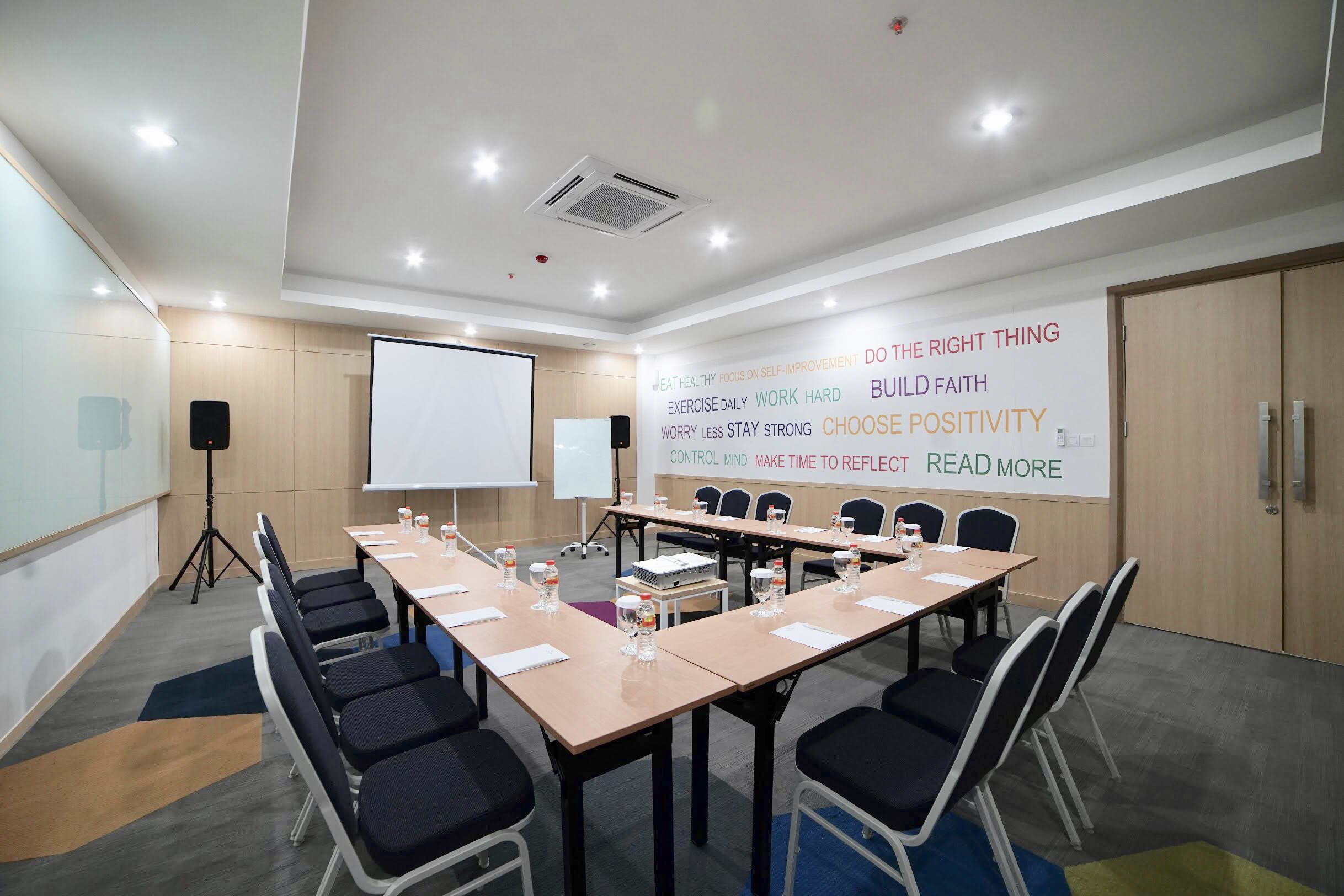 Meeting Room_Ushape_PPS