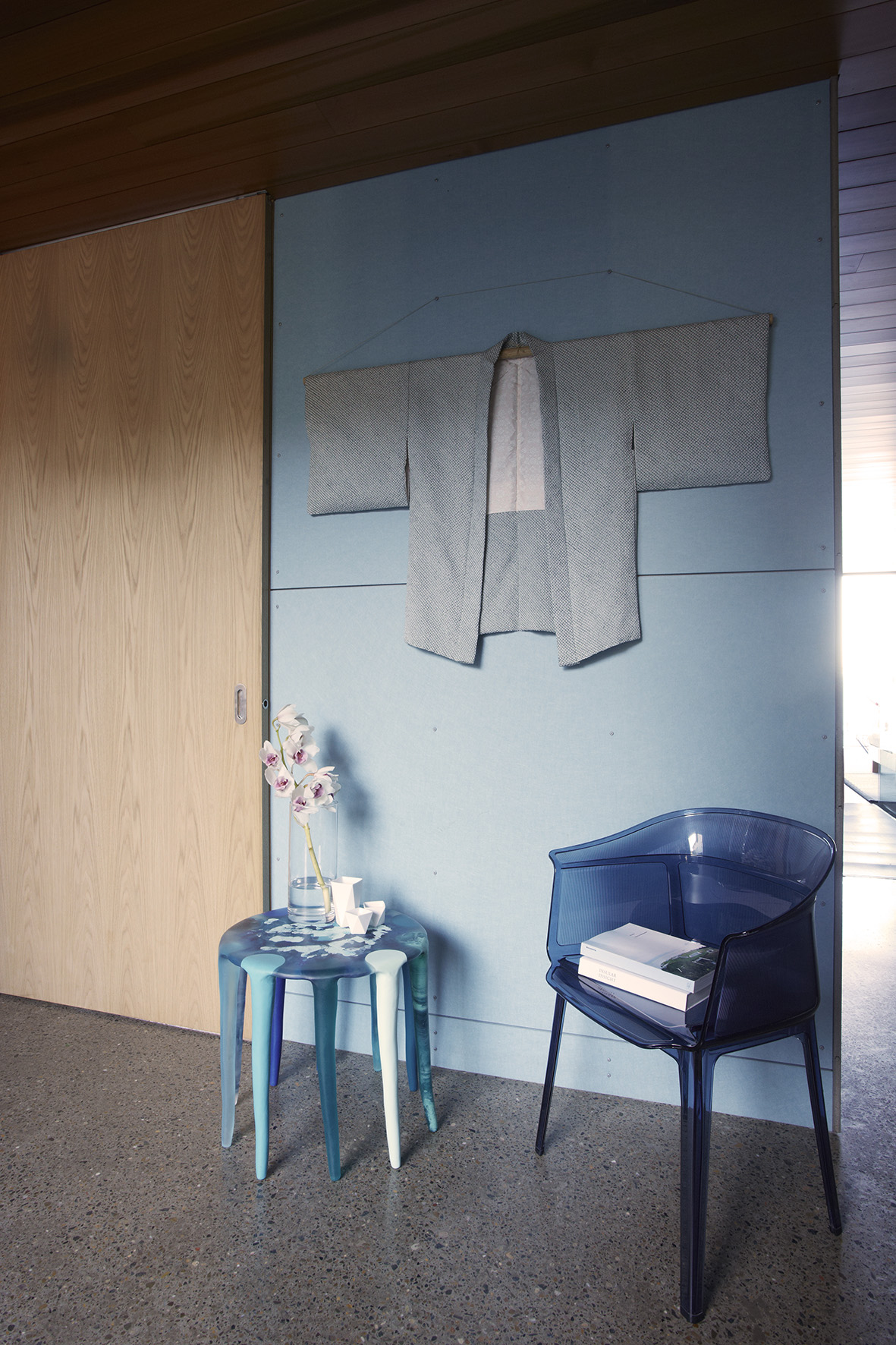 Zen interior design in blue
