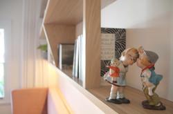 Martina shelves 1 figurines kissing