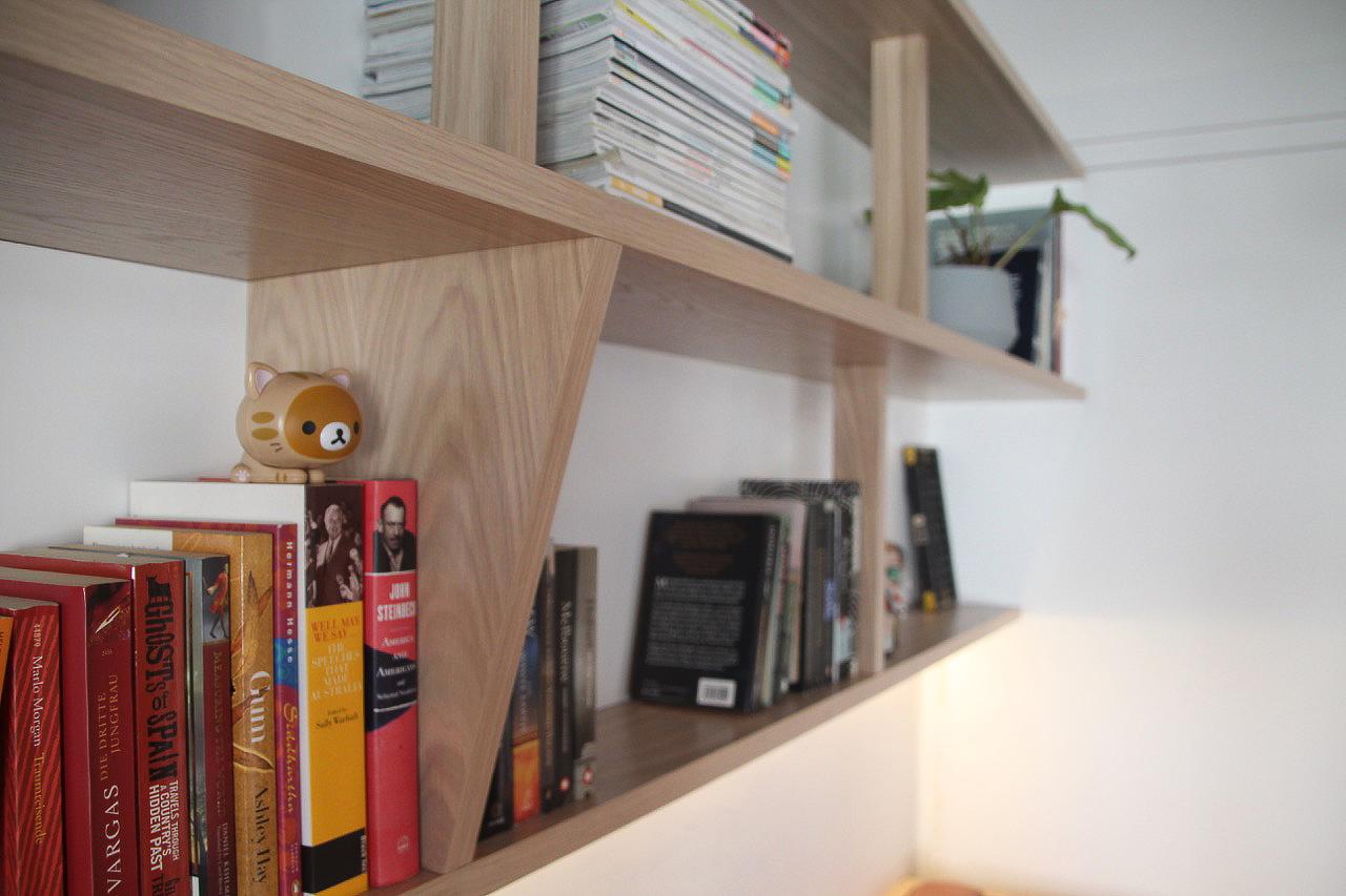Martina shelves 2 cat figurine