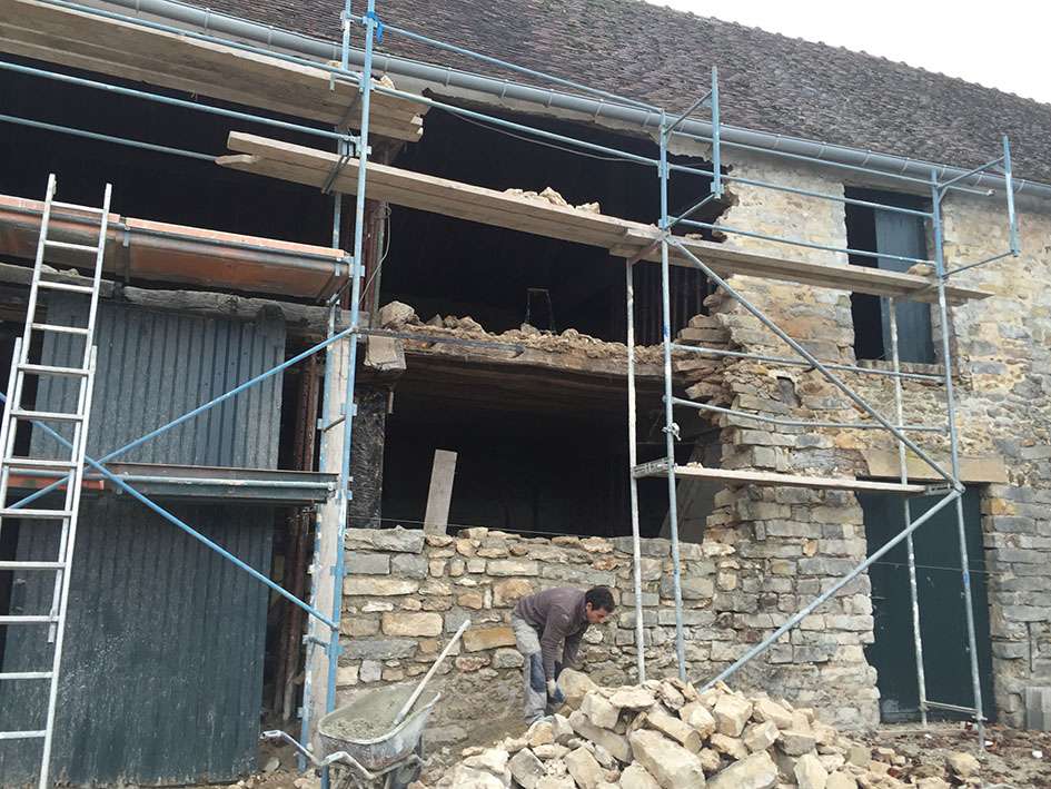 Reconstruction d'une grange en ruine