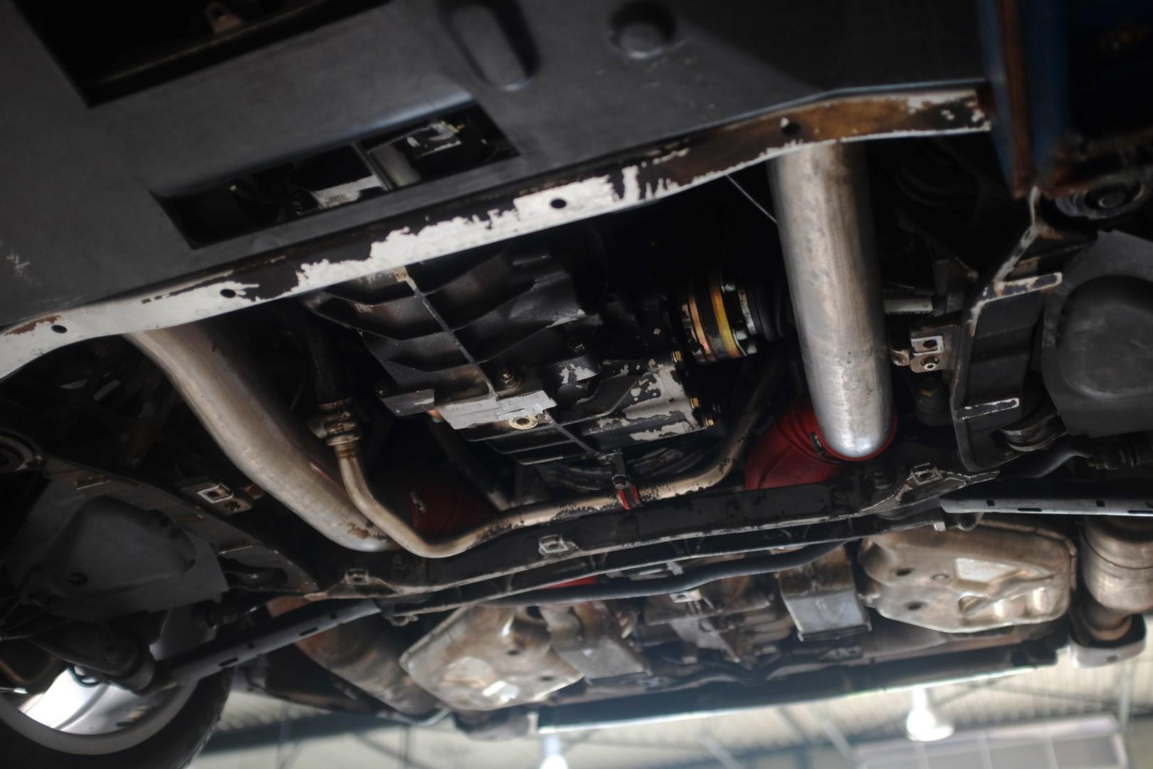 onderkant motor en versnellingsbak