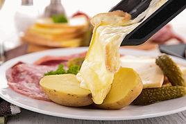 Raclette fromage Le Traineau Les Gets.jp