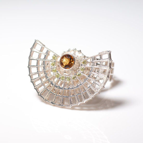 Citrine peridot kinetic orbital ring, geometric Hand engraved saw pierced Tom Asquith Jewellery side veiw
