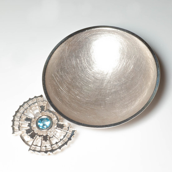 silver layered tea caddy spoon swiss blue topaz hand engraved saw pierced tom asquith jewellery geometric design