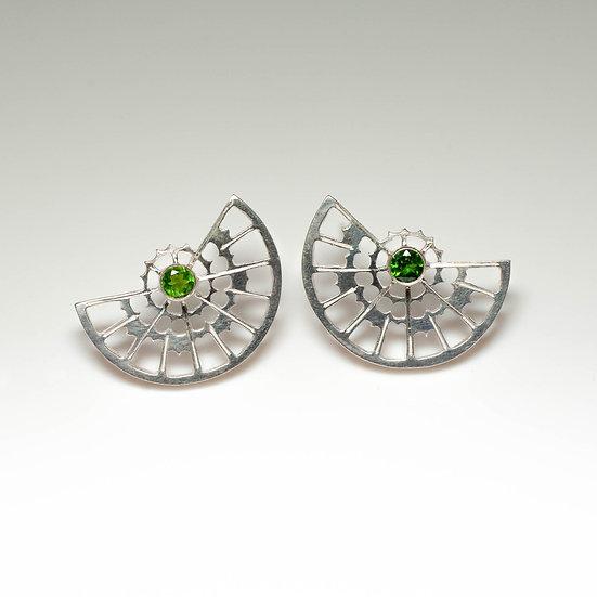 earstuds studs earrings chrome diopside handmade saw pierced hand engraved patina oxidised tom asquith jewellery geometric