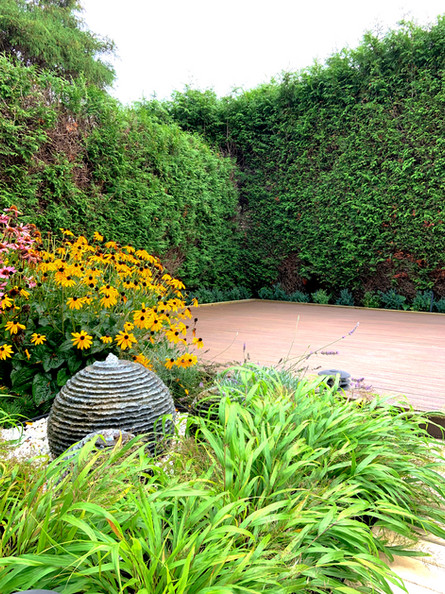 WATER FEATURE&PATIO