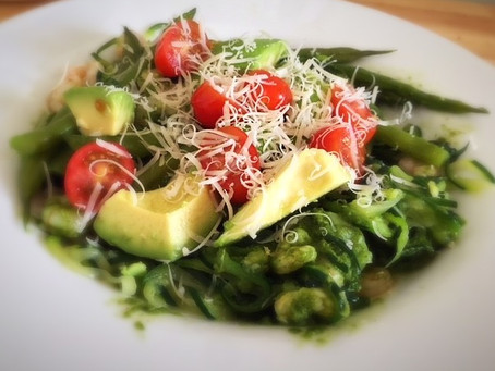 Courgetti with prawns and homemade pesto