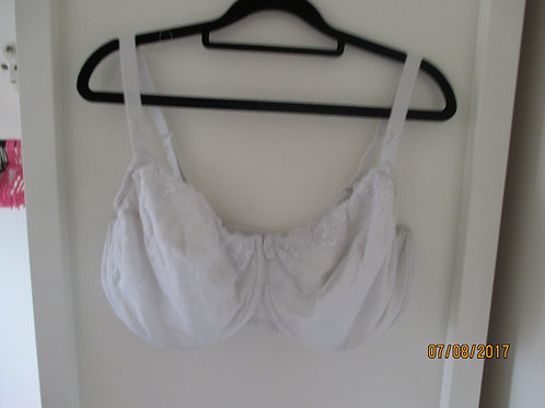 M & S lacy bra 40DD