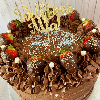 10 Inch Chocolate Cake With Strawberries
