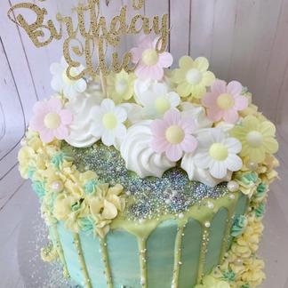 8_ Flowers and meringue cake
