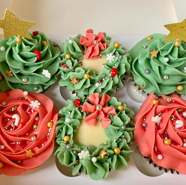 6 Christmas Cupcakes