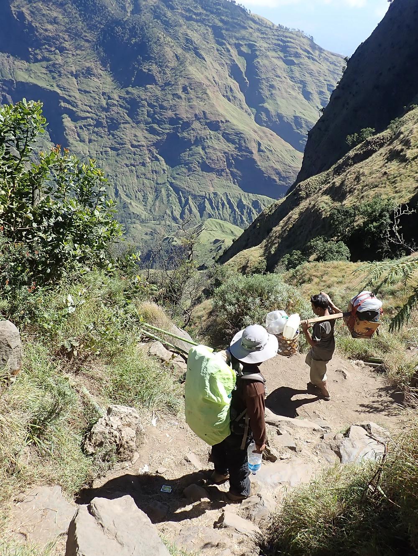 Trekking Gunung Rinjani, Indonesia