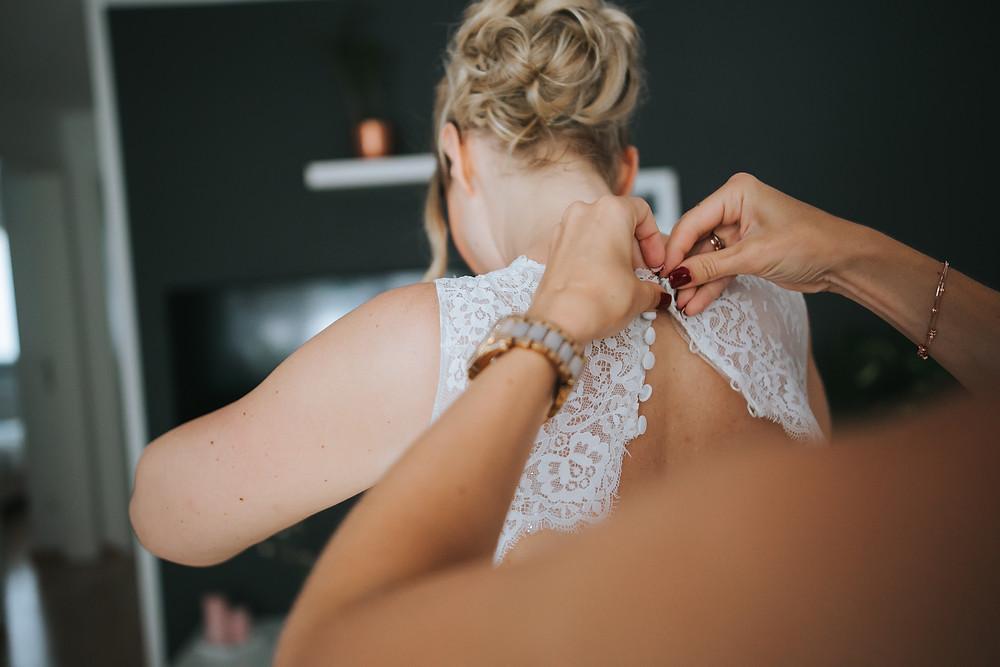 Hochzeitskleid von La Bela Noiva Getting Ready