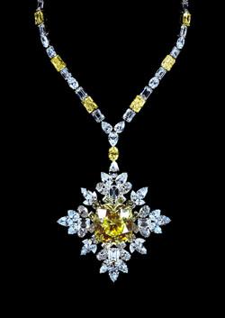 Collier diamant jaune 235 carats