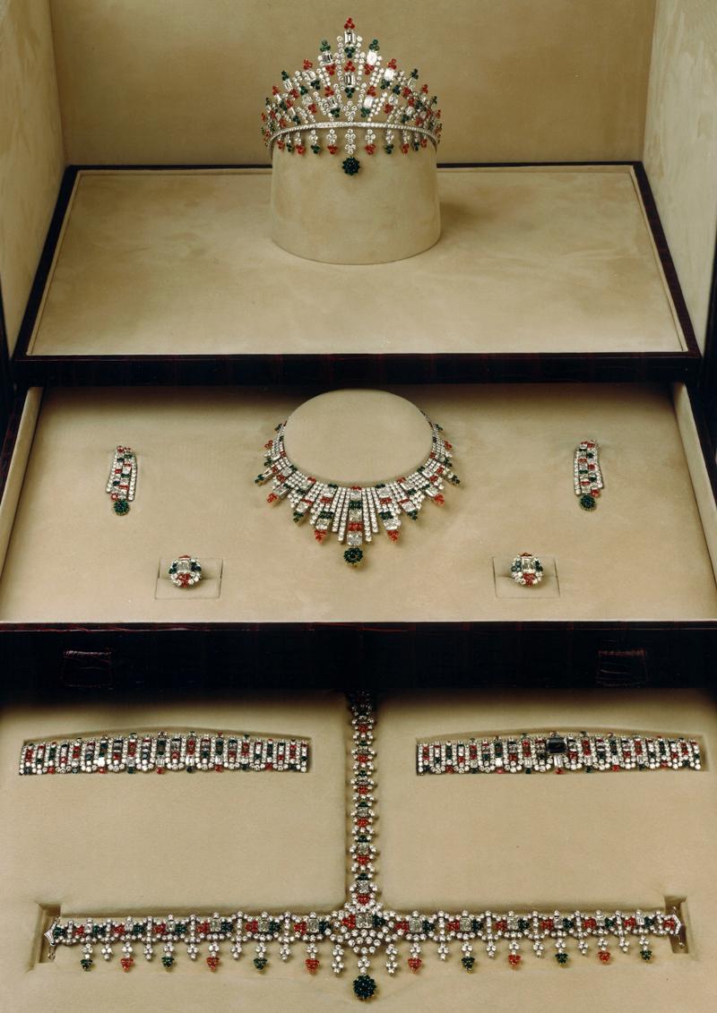 1200 carats de pierres precieuses
