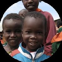 Jonge Afrikaanse kinderen, stichting dare, ontwikkeling, adoptie, afrika, schoolmiddelen, goed doel