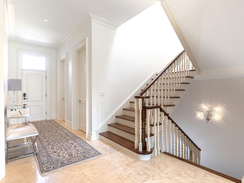 117 Highland Cres - Side entry hall