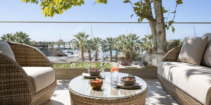 porto-sani-_-deluxe-one-bedroom-suite-_1500x750-1jpg