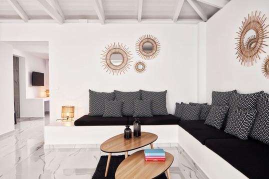 honeymoon-suite-with-private-pool-1-1jpg