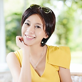 何永芳 女士.png