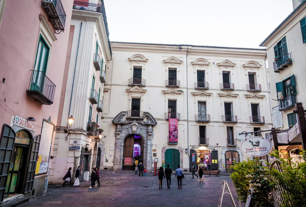 Palazzo-Genovese-a-Salerno.jpg