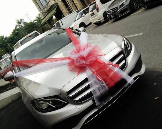 E 200 Wedding Car Decoration / Bridal Car Decoration