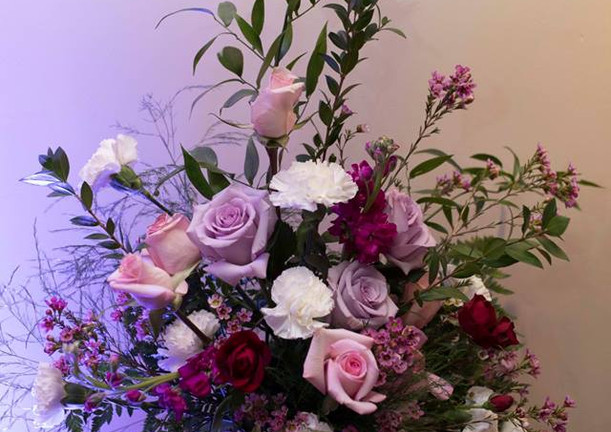 Great Gatsby Wedding Alter Arrangement