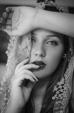 fotografia-boudoir-pb-olhar-expressivo-beleza-delicado-beauty