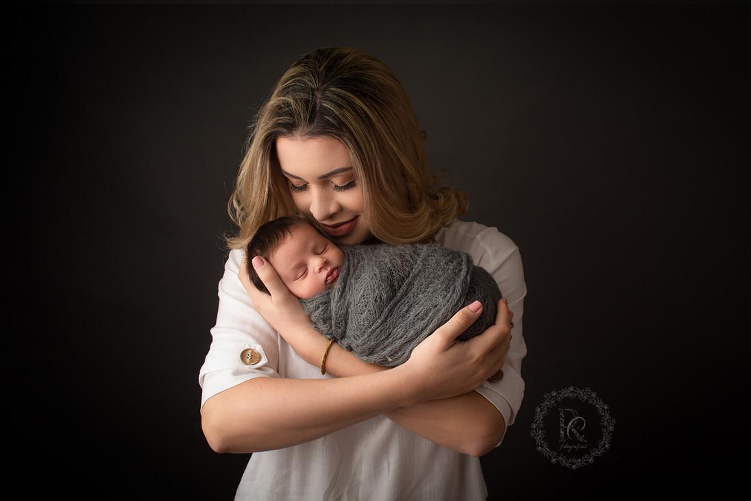 Foto newborn mãe e filho