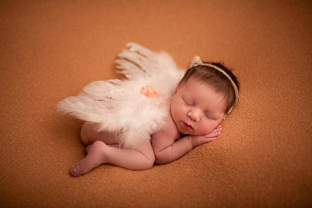 ensaio newborn fotógrafa em curitiba no Alto da XV anjinha