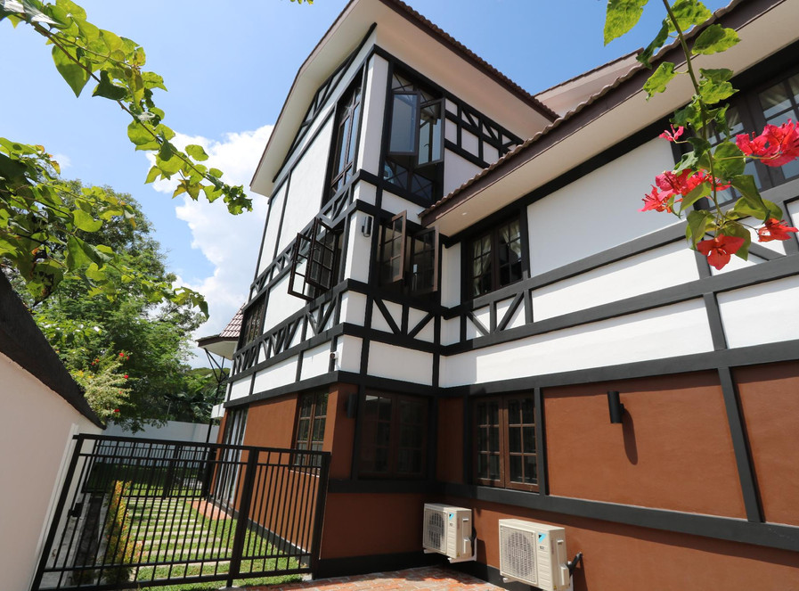 Side view of The Tudor