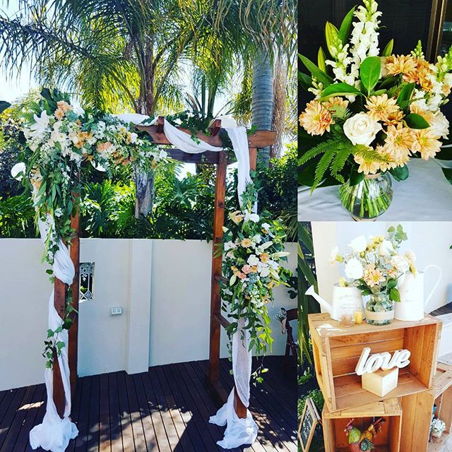 Arch arrangements in White and Peach
