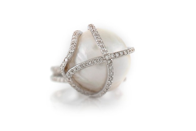 Pearl Ring with Diamonds top