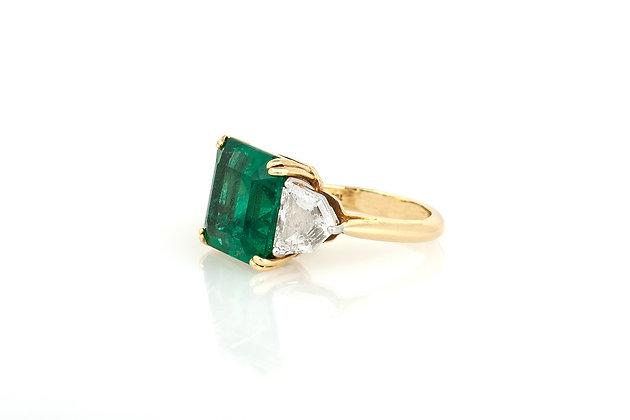 Emerald & Triangle Cut Diamond Gold Ring
