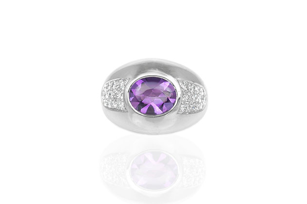 Amethyst Ring by Mauboussin top view