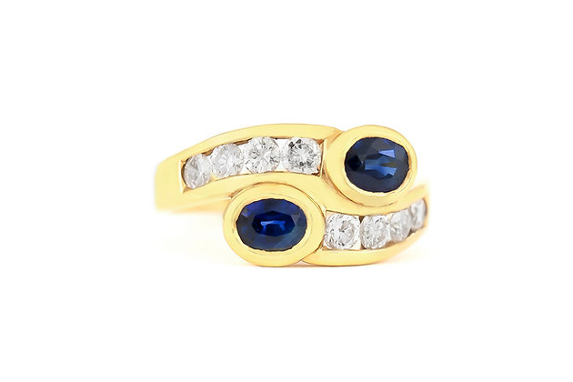 Overlapping Sapphire Ring with Diamonds