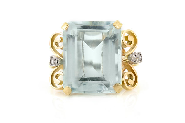 Aquamarine Ring with Two Diamonds top view