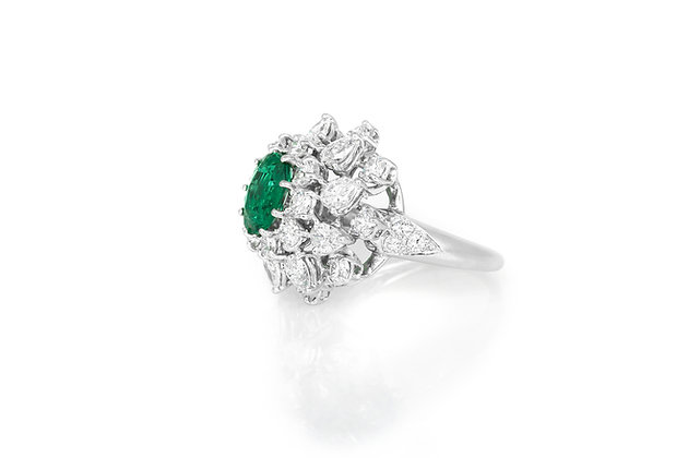 Van Cleef and Arpels Emerald Diamond Cluster Ring side view