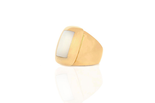 Van Cleef & Arpels Mother-of-Pearl Gold Ring side view