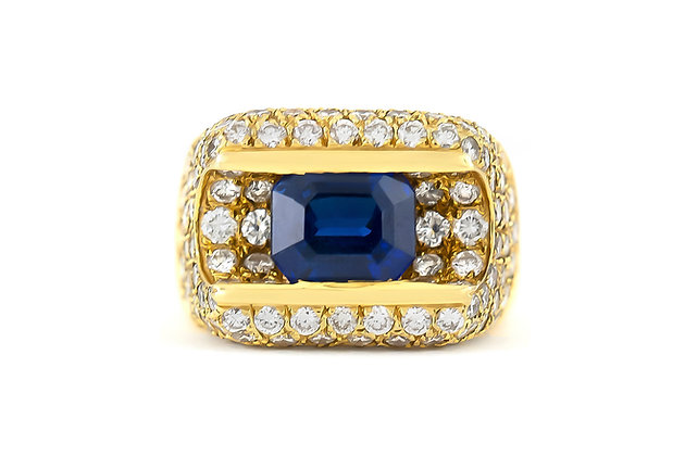 1980s Sapphire Center Stone Ring with Diamonds top