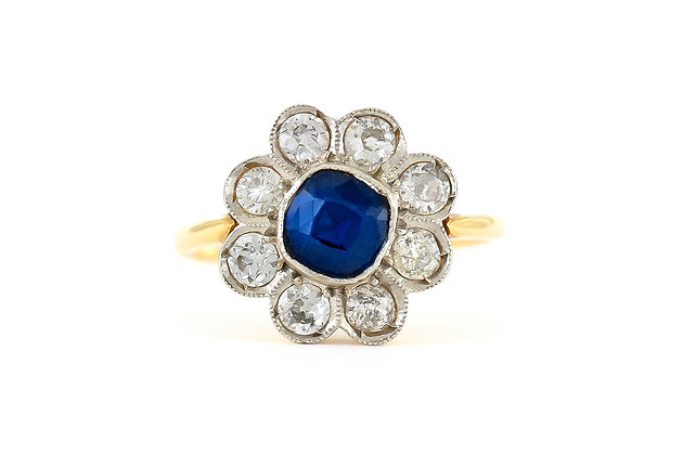Flower Ring with Sapphire and Diamonds top