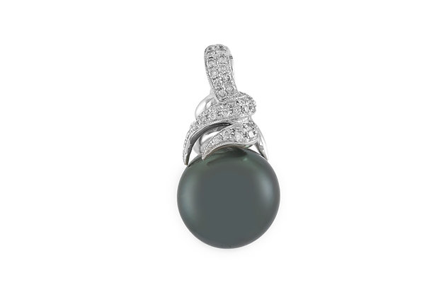 Black Pearl Pendant with Diamonds front
