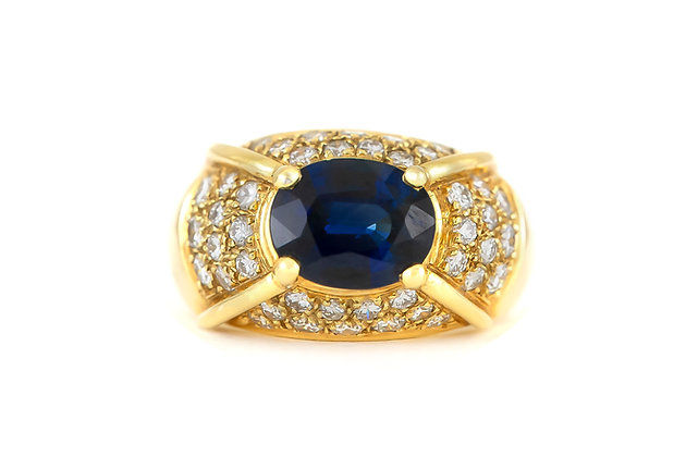 Oval Sapphire Ring with Diamonds top