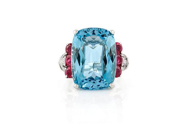 Aquamarine Ring Retro 20.00 Carat top