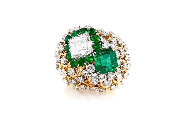 David Webb Cocktail Ring With Green Emerald And Diamonds Top View